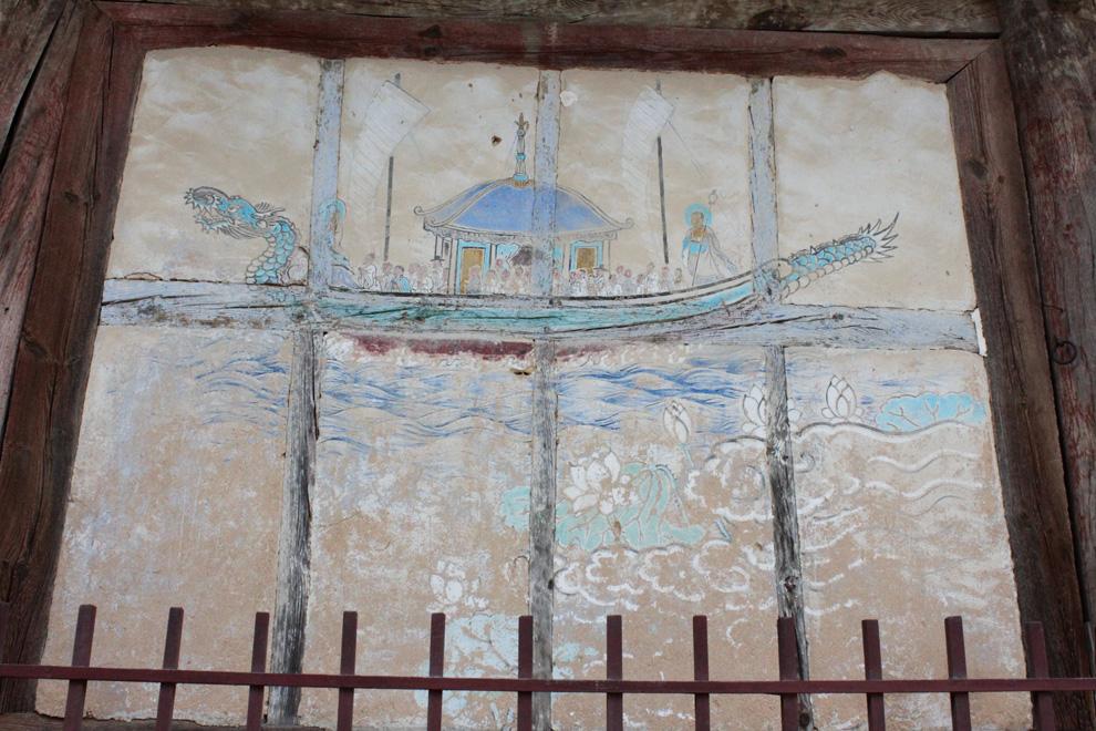 통도사 전각의 벽면에는 서민적 냄새가 물씬 풍기는 민화풍의 민간그림이 많이 발견된다.
