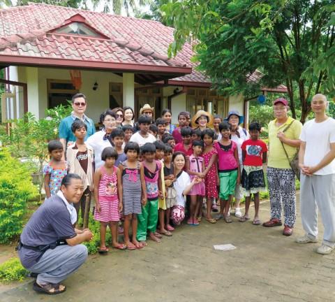 스리랑카 조계종 복지타운을 방문한 모습